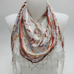 Ethnic triangular scarves with lurex and knotted fringes