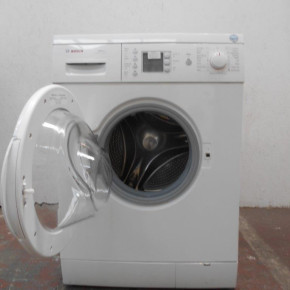 Pallet including 2 washer dryers and 6 washing machines