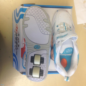 NEW HEELYS SKATE SHOES FOR KIDS SIZE 5