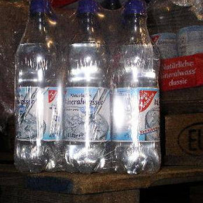 Mineral water in 0,5l bottles, 6,5g CO²