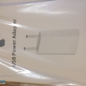RETAIL PACK APPLE MD813ZM/A 2 PIN EU CHARGER A1400