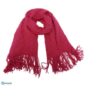 Fuchsia knitted scarves with fringes