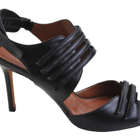 Agnona Womens Shoes all sizes retail from 300 to 800 eur.