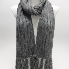 Grey knitted scarves with lurex and fringes