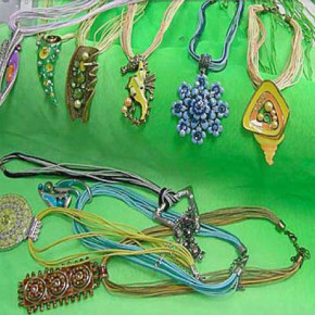 Broches, bracelets, necklaces and other jewellery