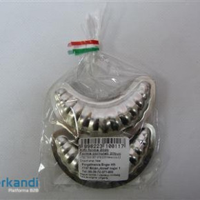 Cookie form metal crescent 20 in pack