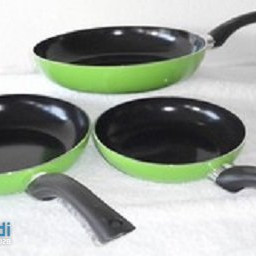 Three-piece pan set in different colors