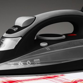 Steam iron with ceramic foot