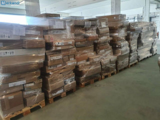 Complete truck with furniture B-goods furniture pallets
