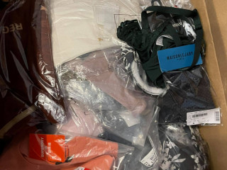 726 pcs of clothing mix from such brands like SuperDry , Anytime, Whkm