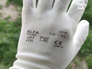 Working seamless glove with PU palm black and white