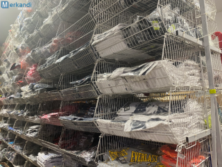 Outlet clothing stocks