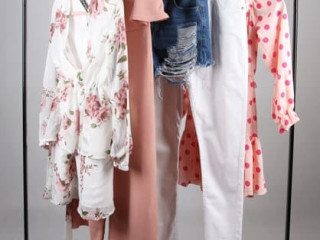 UK ONLINE RETURNS LADIES MIX CLOTHING PRETTY LITTLE THING