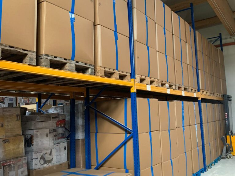 A / B / C goods in large pallet box with approx. 45-55 houshold items